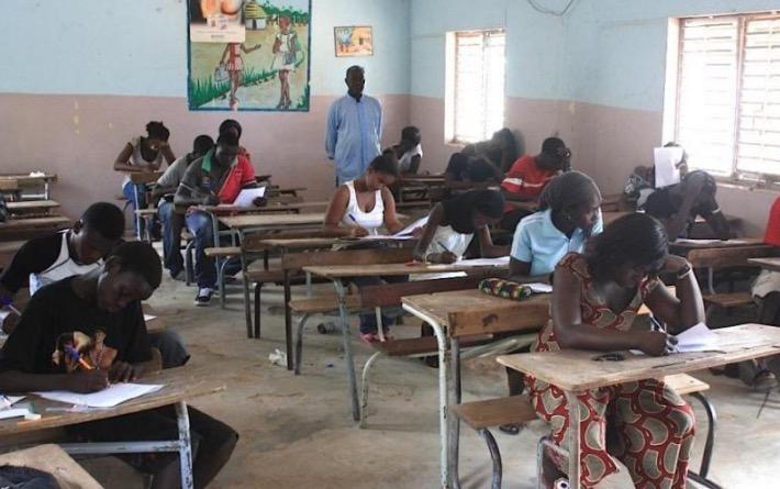 colère des professeurs contractuels face au retard des salaires