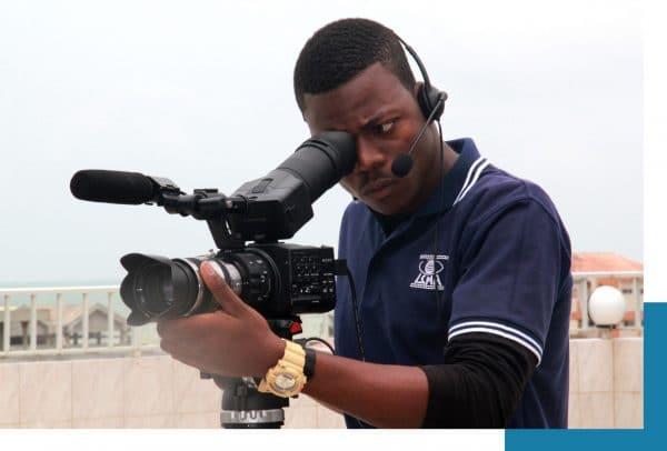 Offre d'emploi au poste de Cameraman-Monteur/stage monteur vidéo/cameraman