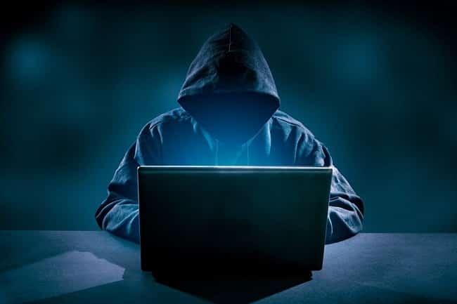 logiciel CCleaner/Il pirate son université pour avoir de meilleures notes