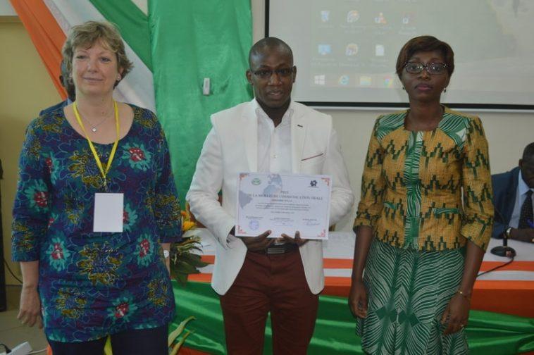 Ibrahima Sylla remporte le Prix de la Meilleure Communication au Colloque International sur le Numérique, - Abidjan le 26 octobre 2017