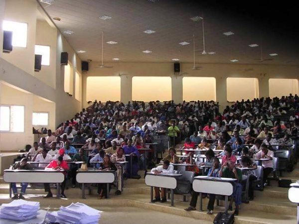 africaniser les savoirs/hausse des frais universitaires/Mary Teuw Niane à l'Ucad