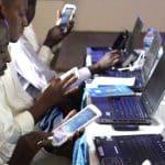 En Afrique, le prix à payer pour surfer sur son téléphone mobile est encore trop souvent exorbiaccès à l'Internet mobile/accès à Internet/Waw télécom