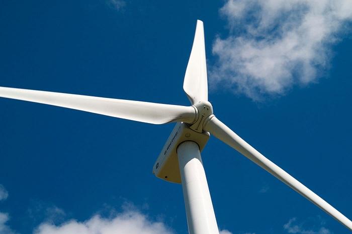 Techniciens de maintenance éoliennes/Google- IA
