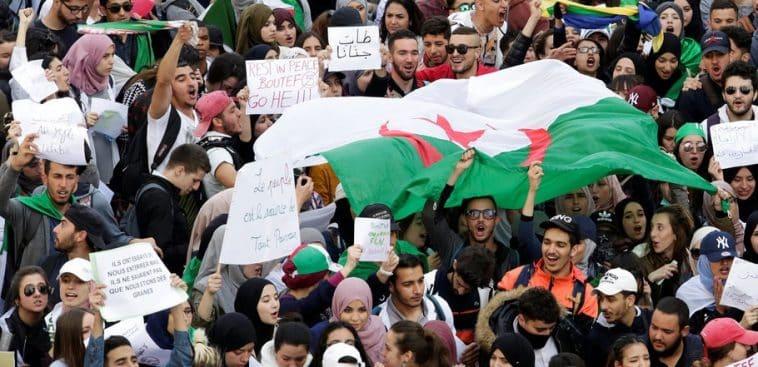 Présidentielle en Algérie/étudiants manifestent/Bouteflika
